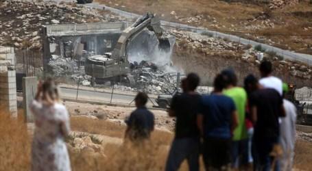 آليات إسرائيلة تواصل هدم منازل فلسطينية بالقدس