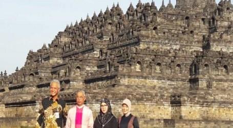 ملك ماليزيا وعائلته في زيارة لمعبد بوروبودور