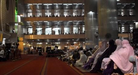 الأشخاص ذوي الإعاقة ينضمون إلى صلاة عيد الأضحى في مسجد الاستقلال