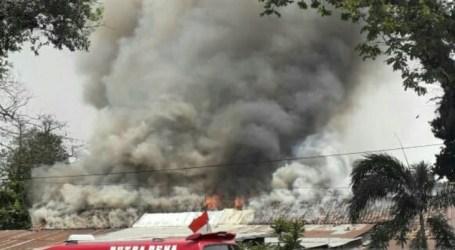 اندلاع حريق في مهجع الشرطة في باليمبانج عاصمة جنوب سومطرة