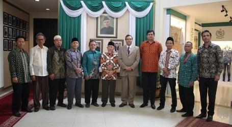 السفير الباكستاني يقدر دعم العلماء الإندونيسيين لكشمير