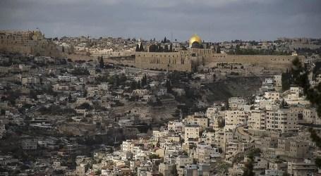 قوات الاحتلال تعتدي على المصلين في الأقصى