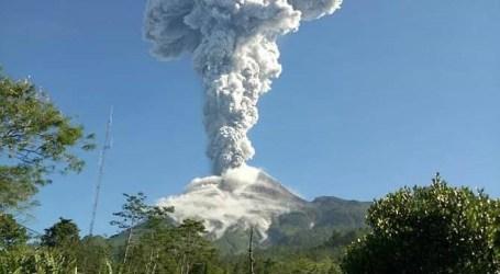 جبل ميرابي ينفجر مرة أخرى ، ويلقي سحابة رماد ضخمة