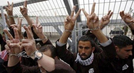 الاحتلال يمنع دخول المعقمات لزنازين الأسرى الفلسطينيين
