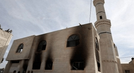 مستوطنون يهود يحرقون مرافق مسجد بالضفة الغربية
