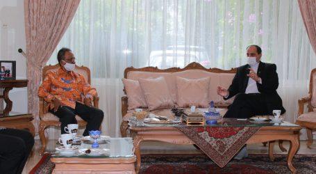 السفير الإيراني يعتقد إندونيسيا تقدر لحل الخلافات في العالم الإسلامي