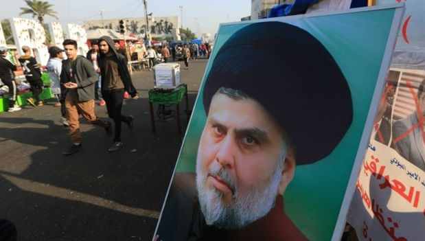 الصدر ينقلب على المتظاهرين ويطلب من أنصاره مساعدة قوات الأمن في فتح الطرقات