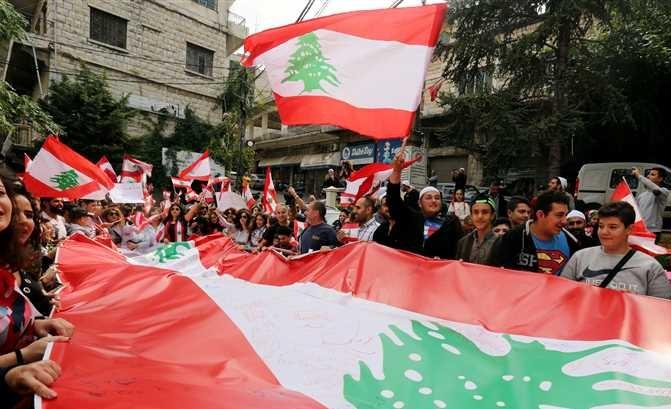 المحتجون في لبنان يحاولون منع انعقاد جلسة للبرلمان وانباء عن وقوع اشتباكات