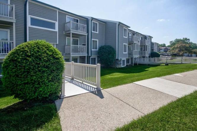 Lakeview Apartments 23960 Middlebelt
