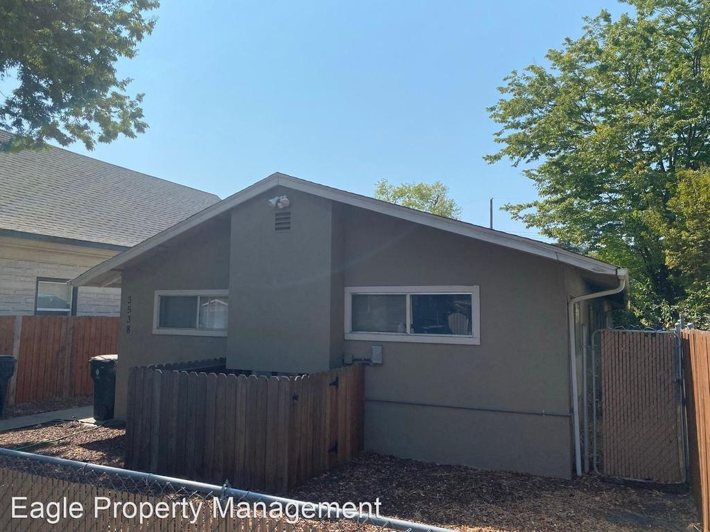 Moving into a park home may be an appealing option for some when entering retirement. Central Oak Park Houses Apartments For Rent Sacramento Ca Realtor Com