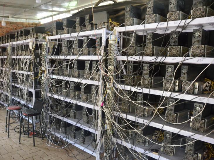 هبوط سعر البيتكوين الأخير أجبر العديد من المعدنين على التوقف وبيع أجهزتهم