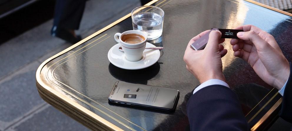 """بالصور شرح مبسط لكيفية إعداد محفظة الأجهزة """"ليدجر نانو اس"""" Ledger Nano S"""