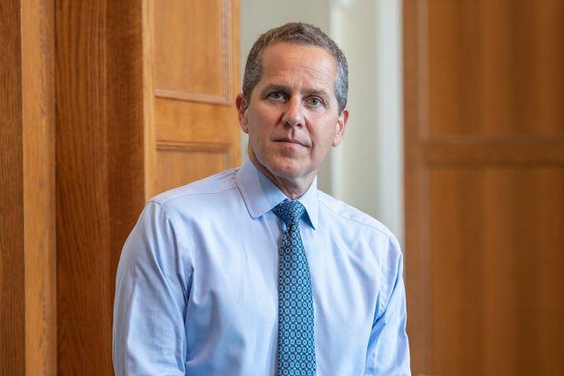"""الرئيس """"بايدن"""" يعين مستشار الريبل السابق كرئيس مكتب المراقب المالي للعملة """"OCC"""""""