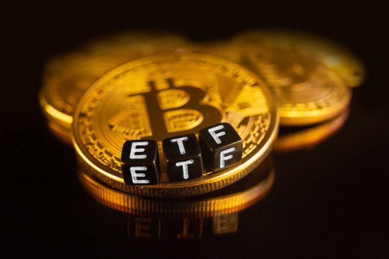 """شركة """"مايك نوفوغراتز"""" تحصل على موافقة إدراج ETF البيتكوين في بورصة """"تورنتو"""" بكندا"""