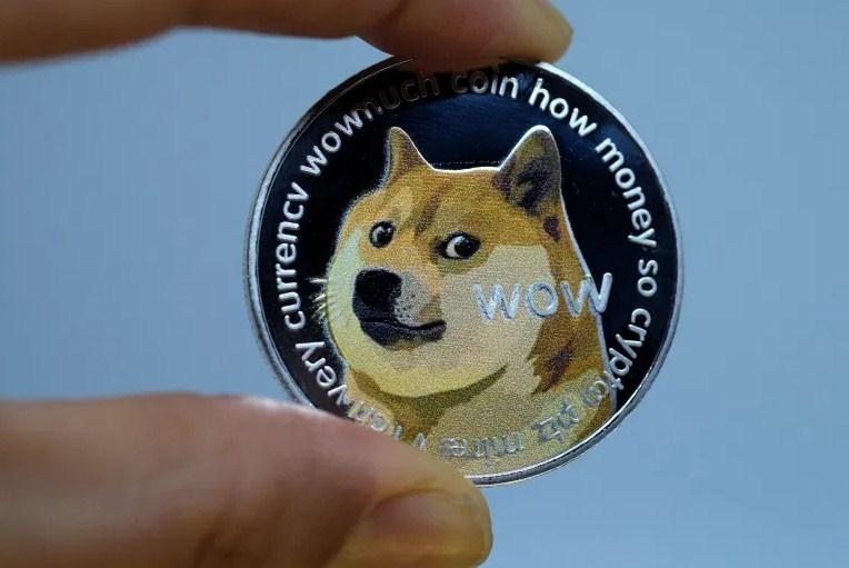 """""""إيلون ماسك"""" يريد من منصة """"كوين بيس"""" إدراج العملة الرقمية """"Dogecoin""""! فهل ستستجيب؟"""