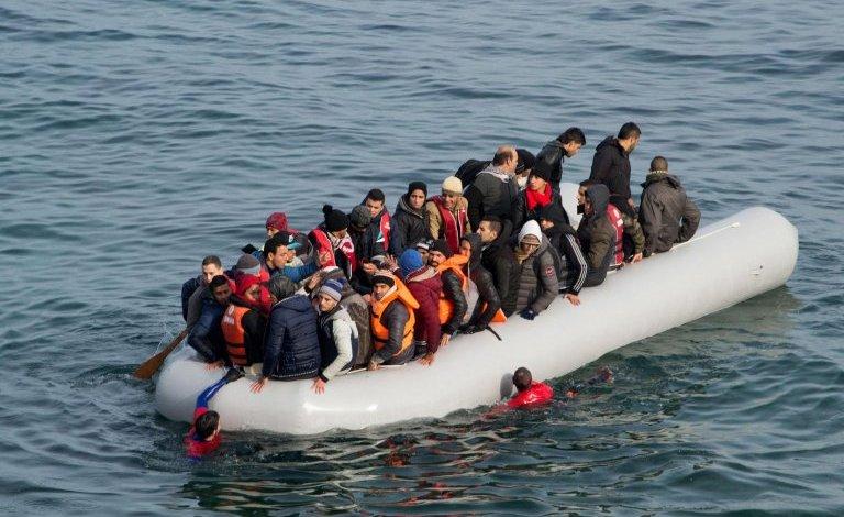 ألمانيا تشعر بالخطر بعد تدفق آلاف اللاجئين الى اليونان ..وزير داخلية ألمانيا هناك أزمة لاجئين جديدة