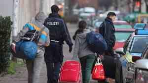 ألمانيا تقرر استجواب 91 ألف طالب لجوء معظمهم من اللاجئين السوريين