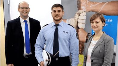 Photo of ألمانيا : موقع ألماني يسلط الضوء على أول لاجئ سوري يصبح رجل شرطة