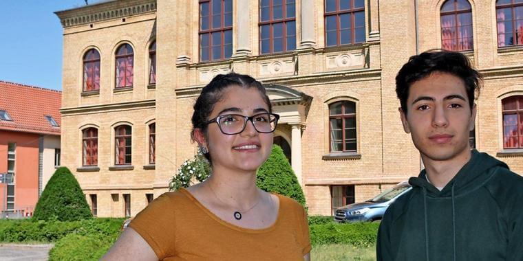 صحيفة ألمانية تحتفي بشاب و فتاة سوريين حققا نتائج مميزة في الثانوية العامة
