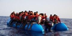 ألمانيا تعرض استقبال عشرات من اللاجئين