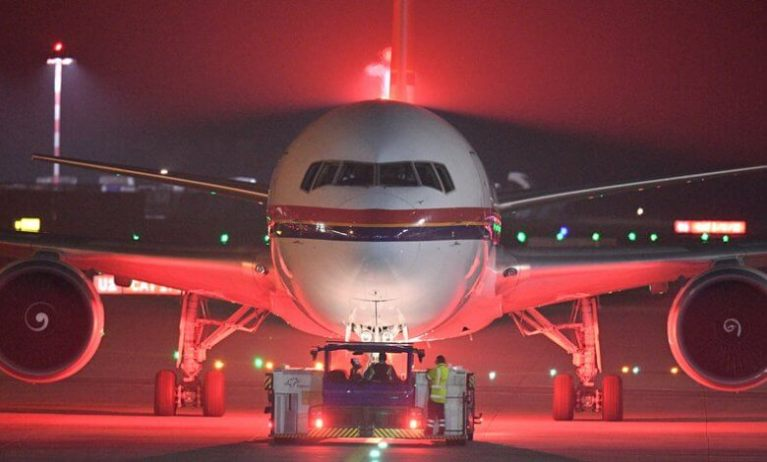 هبوط طائرة تحمل الرعب في مطار ألماني