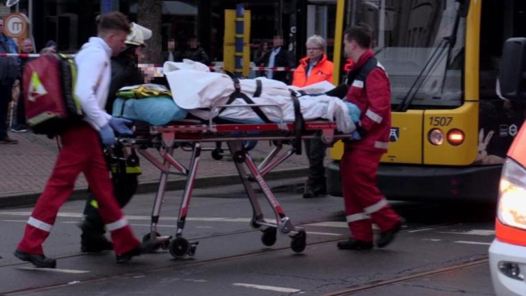 سيدة مسنة تدهس حشد من الناس في مدينة ألمانية و أحد عشر مصابًا
