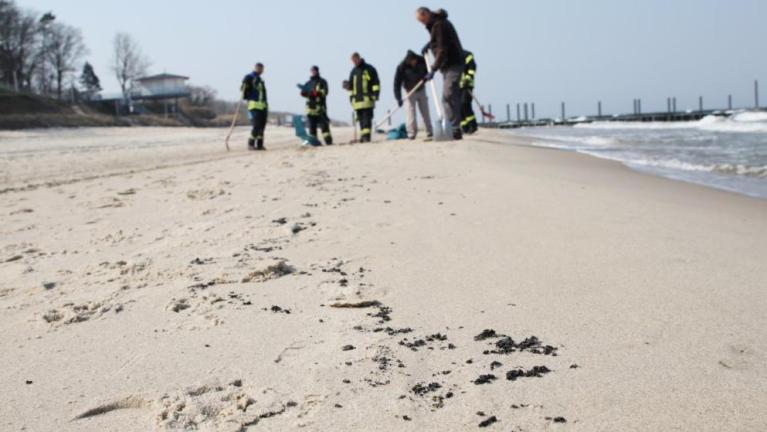 اكتشاف كتل غامضة على شاطئ ألماني