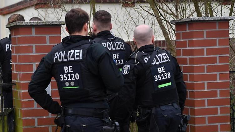 رجل يرتكب مجزرة مروعة بزوجته وأطفاله ثم ينتحر في مدينة ألمانية