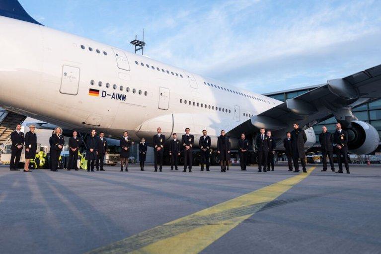 هام بسبب كورونا : مطار ألماني يشهدُ هبوطَ آخر رحلةٍ جوية