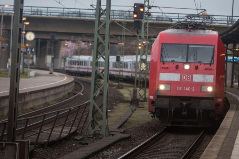 حالة طوارئ تتسبب بإيقاف قطار في مدينة ألمانية