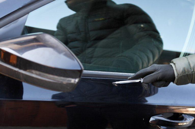 شاب يخدش 406 سيارة وأضرار بقيمة 440 ألف يورو في ألمانيا هذا مصيره