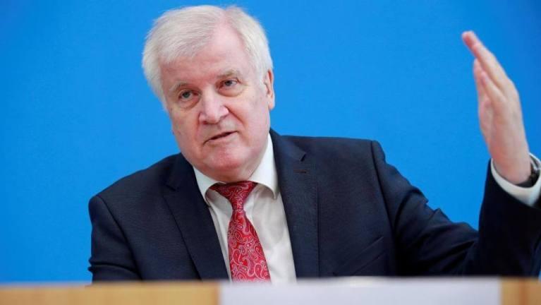 وزير الداخلية الألماني يصرح أن هذا الأمر عار على بلادنا