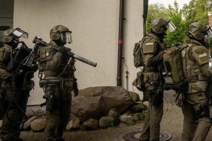 اعتقالات وتفتيش عشرات العقارات والشرطة الألمانية تعلن حالة تأهب أمني