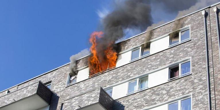 طفل ينقذ عائلته جراء حريق في شقتهم في مدينة ألمانية