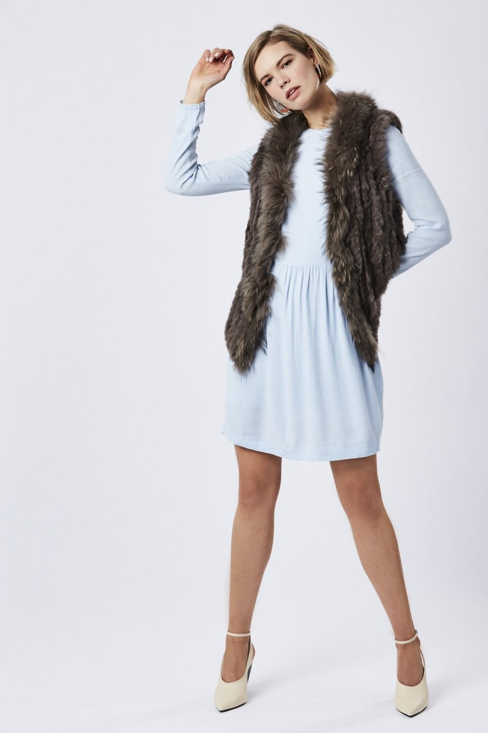 fox-and-coney-fur-gilet-with-collar-feature-p26-21121_image