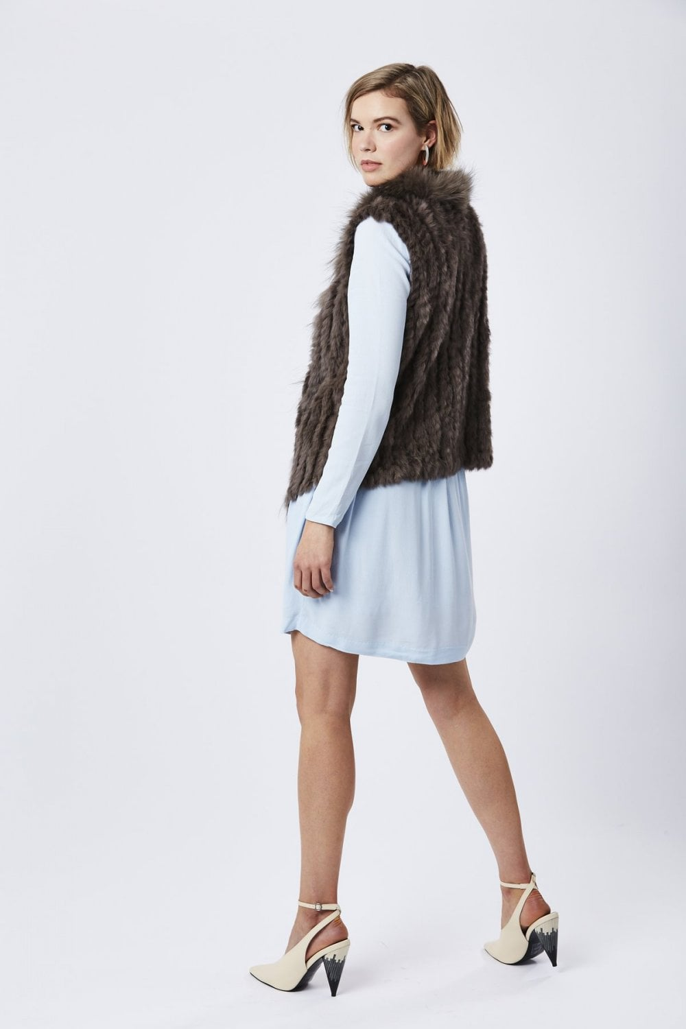 fox-and-coney-fur-gilet-with-collar-feature-p26-21122_image
