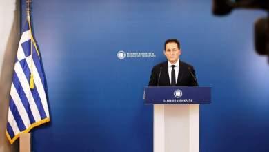 صورة رئيس الوزراء اليوناني يعلن تخفيف حظر التجوال غدا