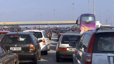 صورة سكان أثينا يفرون من العاصمة قبل الإغلاق بساعات