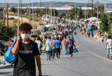 """صورة رسالة من مهاجري جزيرة ليسبوس اليونانية إلى المفوضية الاوروبية: """"حقوقنا اقل من حقوق الحيوان"""""""