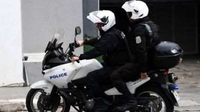 صورة اعتقال رجلين بتهمة المخدرات كانا بحوزتهما ميثامفيتامين وكوكايين