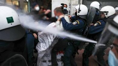 صورة عشرات الاعتقالات في وسط اثينا في تجمع حاشد لكوفونتيناس