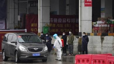 صورة الصين: موظفو منظمة الصحة العالمية يزورون سوق ووهان – حيث تم العثور على الحالات الاولى