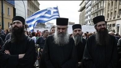 صورة بسبب فيروس كورونا: صراع بين الحكومة ورجال الدين في اليونان
