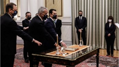 صورة الحكومة اليونانية الجديدة تؤدي اليمين الدستورية