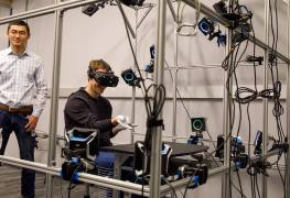 قفازات الواقع الافتراضي من Oculus