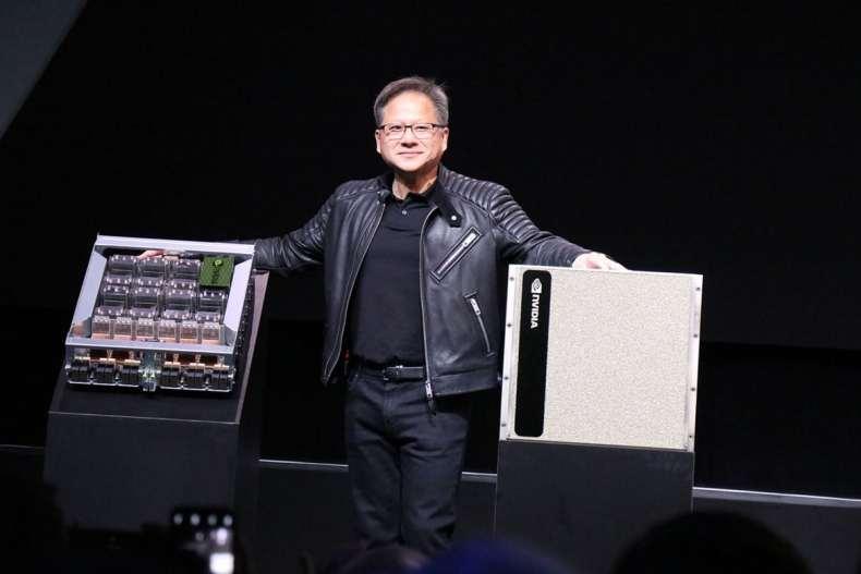 رئيس NVIDIA يكشف الستار عن DGX-2