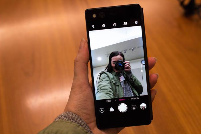 هاتف Samsung Galaxy X القابل للطي