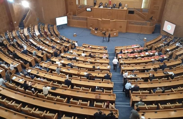 البرلمان التونسي يصوت لصالح تعديل قانون المحكمة الدستورية