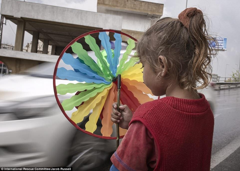 ديلي ميل: صور صادمة لأطفال سوريين في لبنان (شاهد) 11