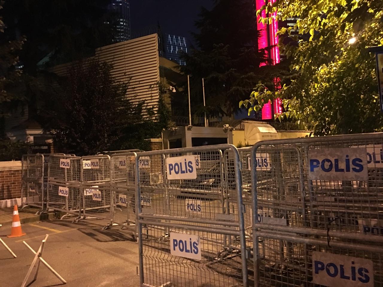 عربي21 تنقل الأجواء حول قنصلية الرياض في اسطنبول صور